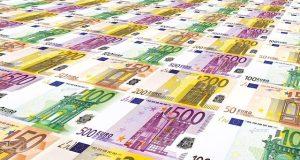 Eurobanknoten als Symbol für IT-Gehälter